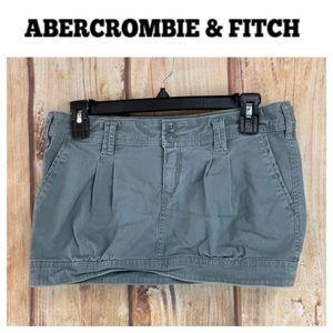 ➡️Abercrombie & Fitch Gray Mini Skirt Size 2